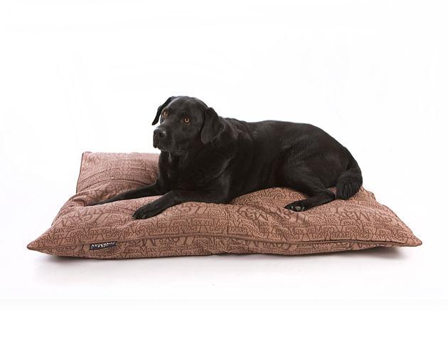 der hundekissenbezug chic ein edler stoff mit. Black Bedroom Furniture Sets. Home Design Ideas